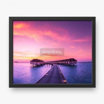 Luxus-Wasserbungalow in Sonnenuntergangszeit, erstaunliche Farben und Blick auf das Meer