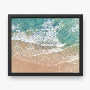 Luftaufnahme von Wellen und Strand entlang der großen Ozeanstraße Australien bei Sonnenuntergang