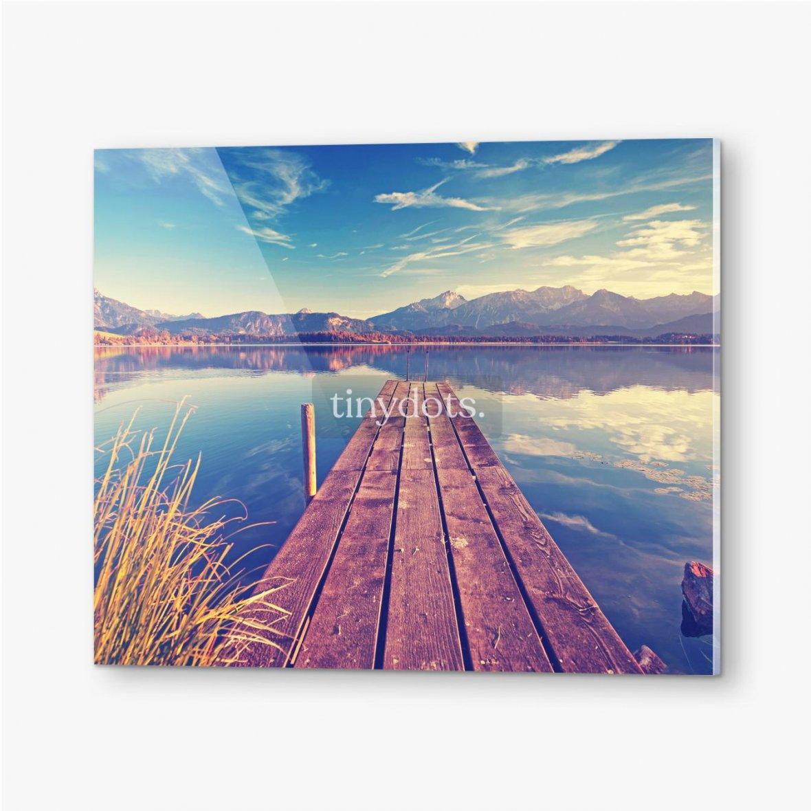 Bilder auf Acrylglas Pier über den See vor dem Hintergrund der Berge