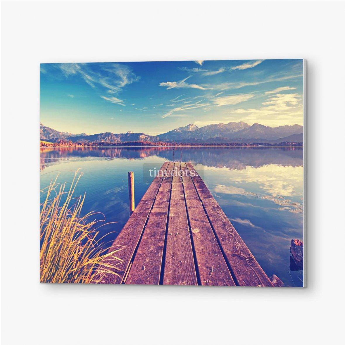 Bilder auf PVC Pier über den See vor dem Hintergrund der Berge