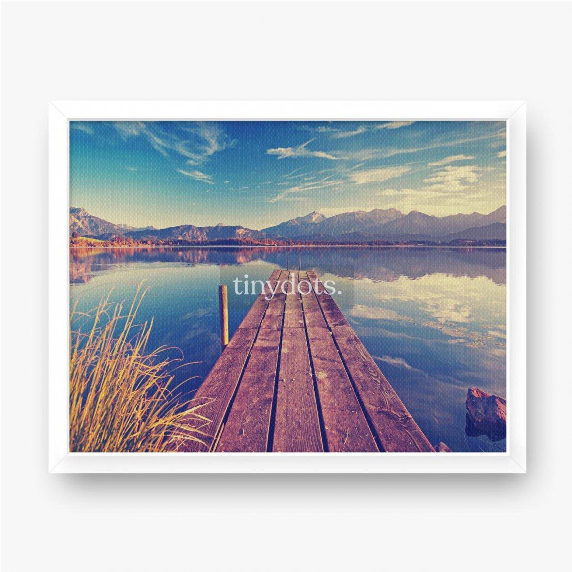 Gerahmte Leinwandbilder Pier über den See vor dem Hintergrund der Berge