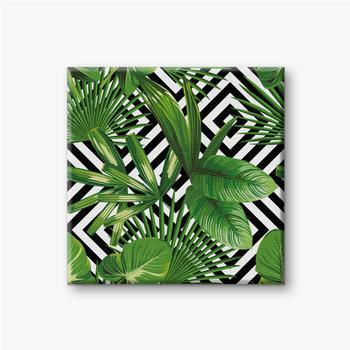 Leinwandbilder Exotisches Muster mit Blättern auf einem geometrischen Hintergrund