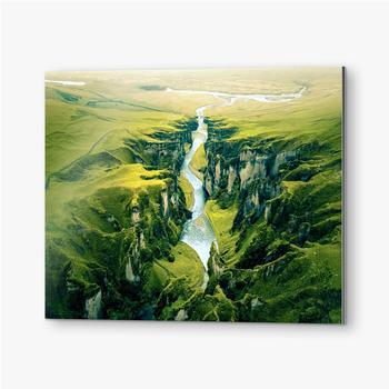 Bilder auf Alu-Dibond Schroffe Landschaft des Fjadrargljufur Canyon in Island. Luftaufnahme.
