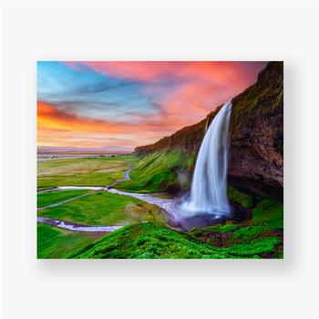 Poster Sonnenaufgang auf Seljalandfoss Wasserfall auf Seljalandsa Fluss, Island, Europa. Erstaunliche Aussicht von innen. Landschaftsfo