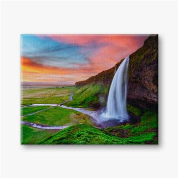 Leinwandbilder Sonnenaufgang auf Seljalandfoss Wasserfall auf Seljalandsa Fluss, Island, Europa. Erstaunliche Aussicht von innen. Landschaftsfo