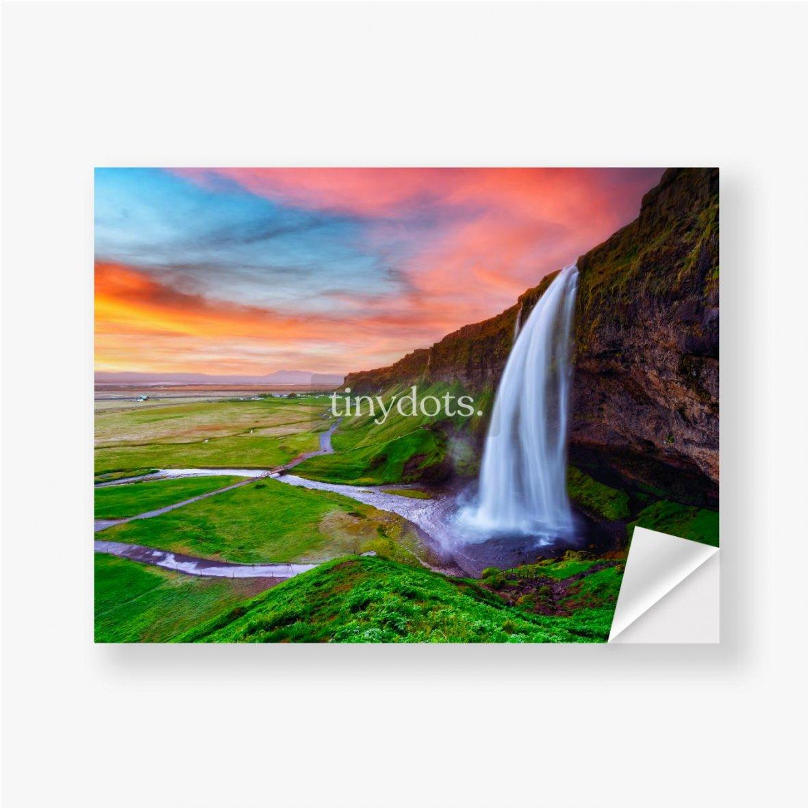 Aufkleber Sonnenaufgang auf Seljalandfoss Wasserfall auf Seljalandsa Fluss, Island, Europa. Erstaunliche Aussicht von innen. Landschaftsfo
