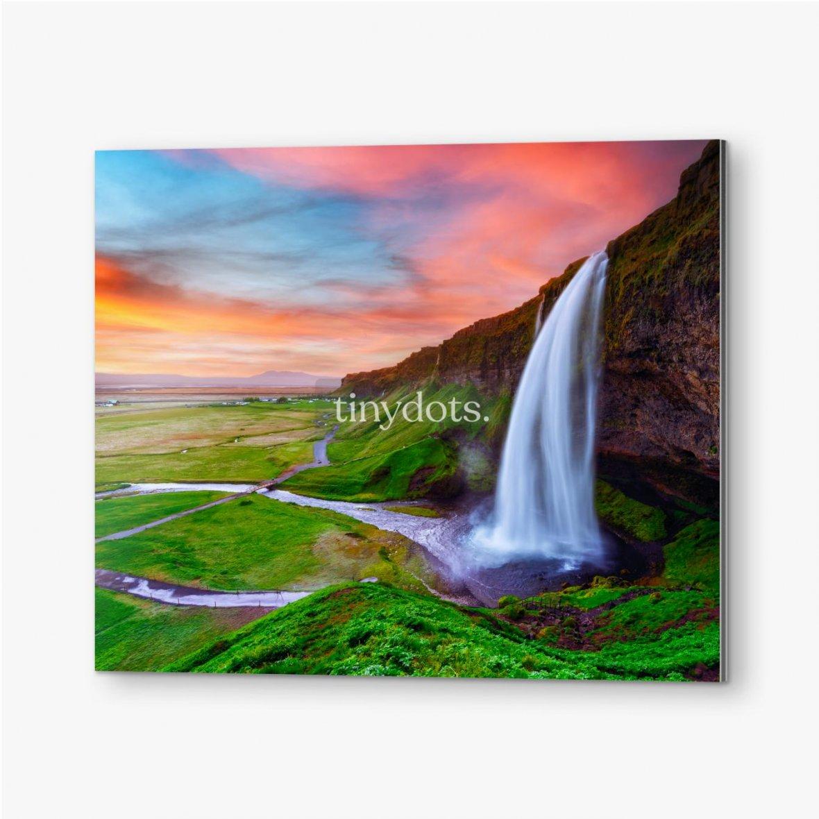 Bilder auf Alu-Dibond Sonnenaufgang auf Seljalandfoss Wasserfall auf Seljalandsa Fluss, Island, Europa. Erstaunliche Aussicht von innen. Landschaftsfo