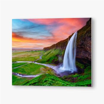 Bilder auf PVC Sonnenaufgang auf Seljalandfoss Wasserfall auf Seljalandsa Fluss, Island, Europa. Erstaunliche Aussicht von innen. Landschaftsfo