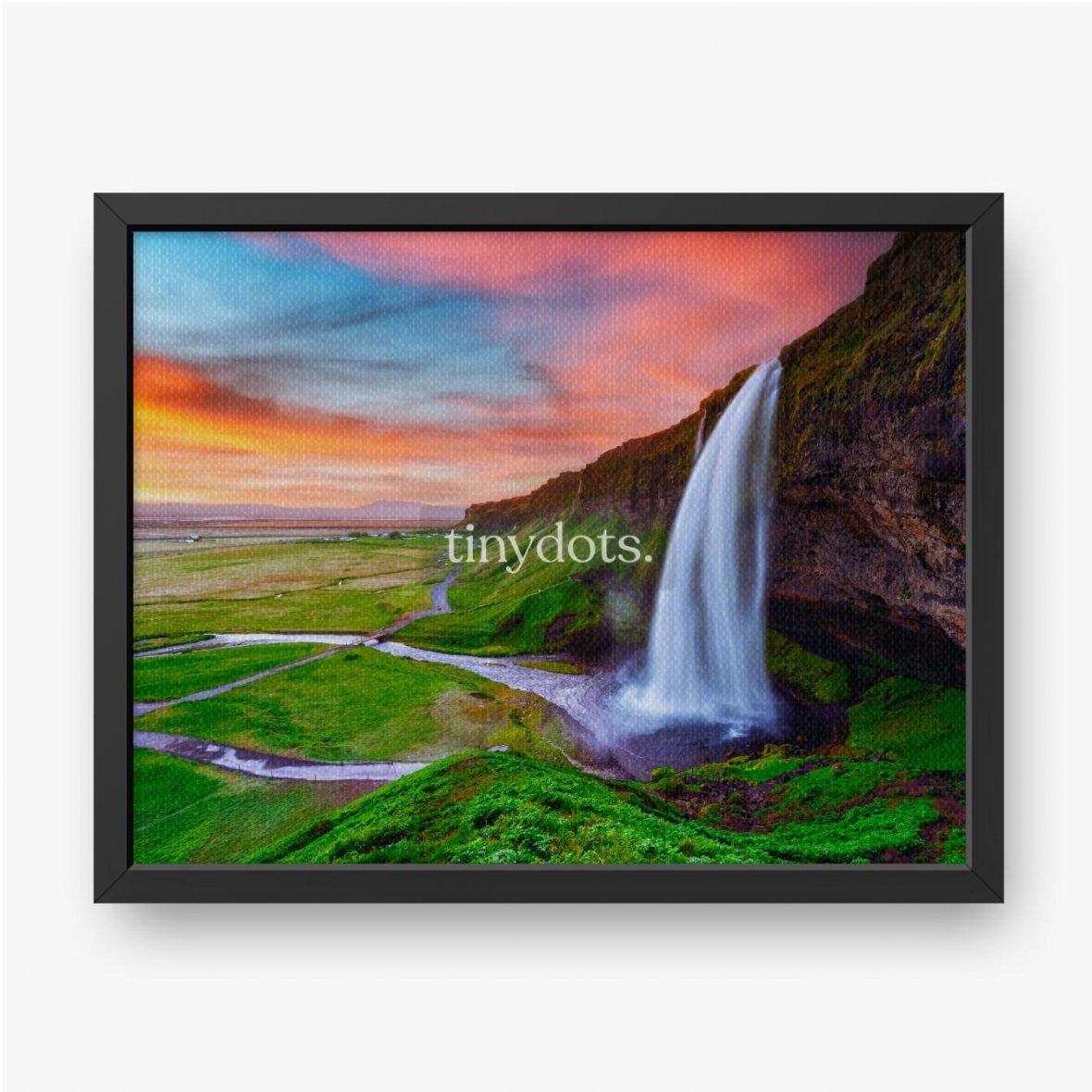 Gerahmte Leinwandbilder Sonnenaufgang auf Seljalandfoss Wasserfall auf Seljalandsa Fluss, Island, Europa. Erstaunliche Aussicht von innen. Landschaftsfo