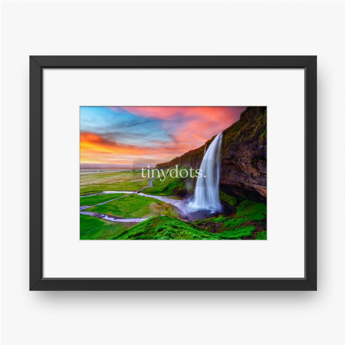 Gerahmte Poster Sonnenaufgang auf Seljalandfoss Wasserfall auf Seljalandsa Fluss, Island, Europa. Erstaunliche Aussicht von innen. Landschaftsfo