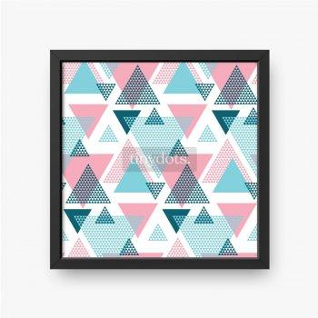 Nakładające się trójkąty o różnych kolorach