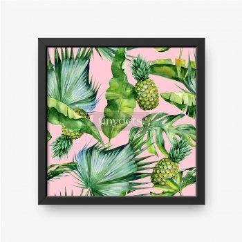 Tropikalne liście i ananasy na różowym tle