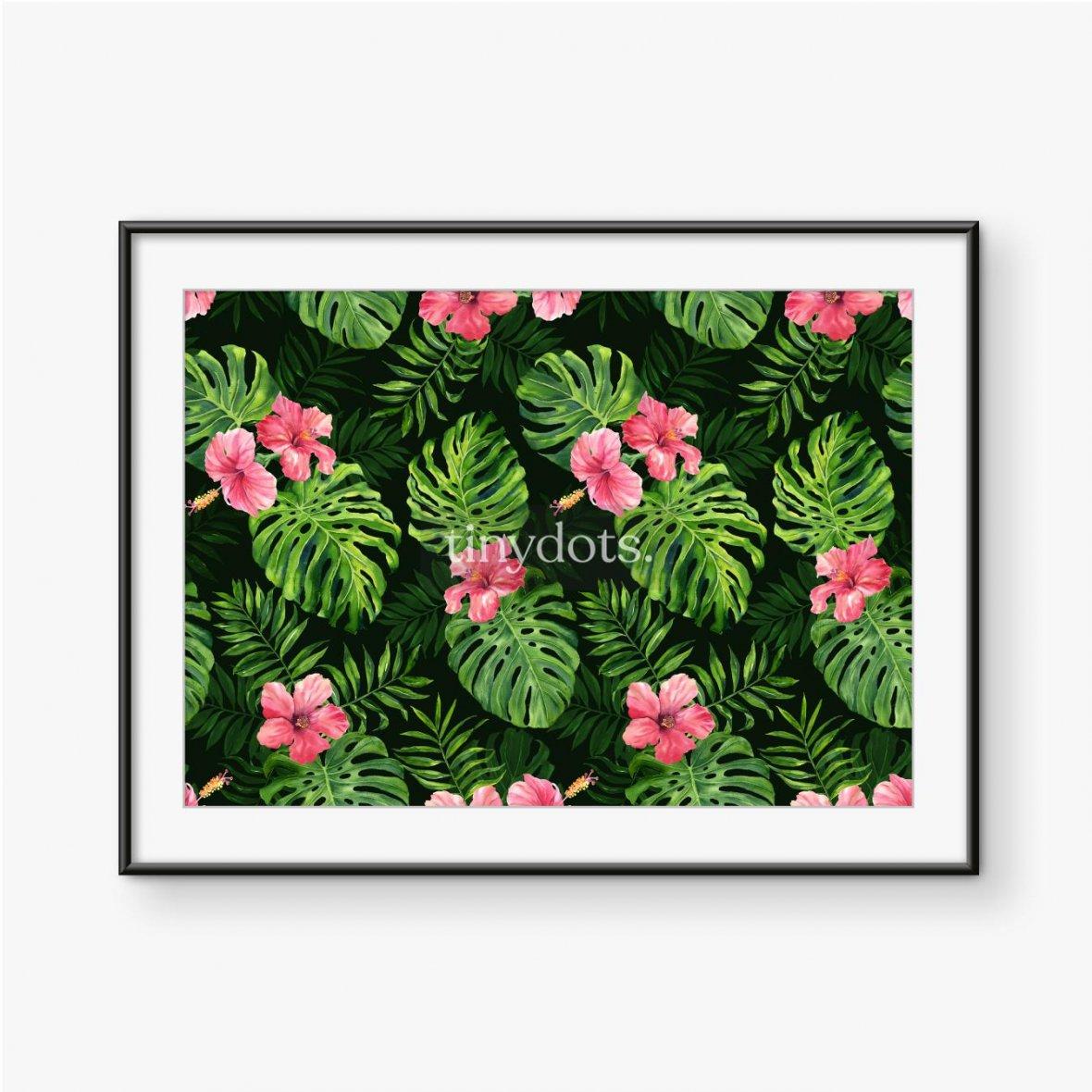 Plakat w ramie Intensywnie zielone liście tropikalne z różowymi kwiatami