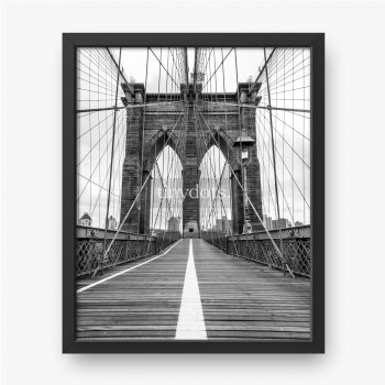 Słynny Most Brookliński w Nowym Jorku, w czarno-białej kolorystyce