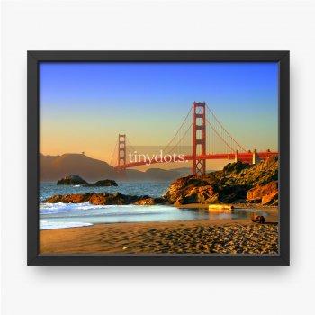 Most Golden Gate jest widoczny z plaży nad rzeką