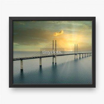 Most Oresund pomiędzy Kopenhagą i Malmo w Szwecji podczas zachodu słońca
