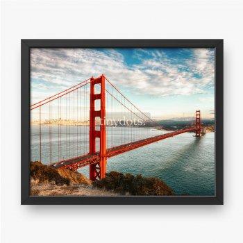 Most Golden Gate, widok na spokojną rzekę z kamienistego zbocza