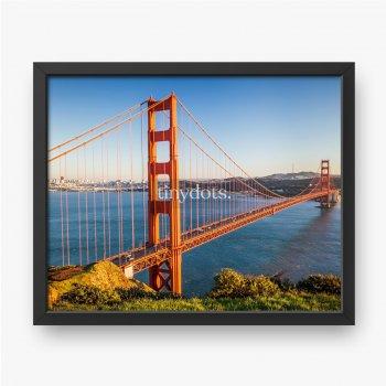 Golden Gate Bridge, czerwony most linowy widoczny z brzegu w okresie wiosennym