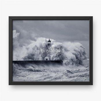 Latarnia morska podczas burzy.