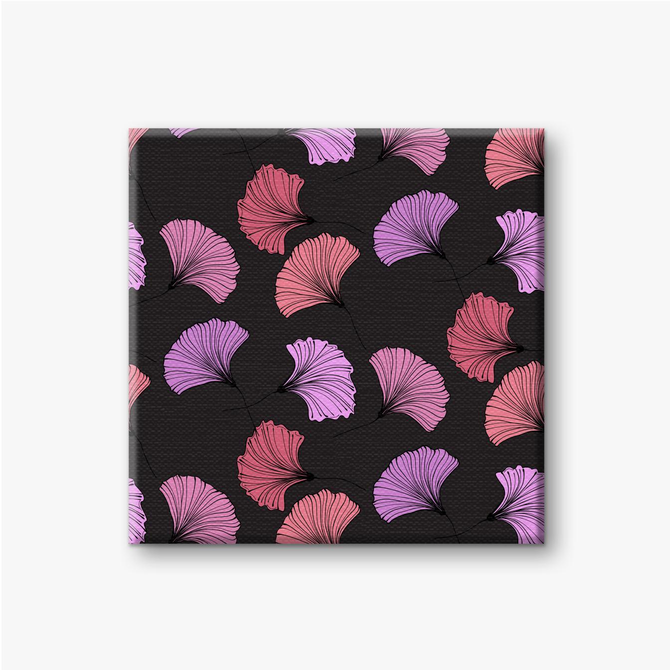Rosa und lila Gingko-Blätter im schwarzen Hintergrund