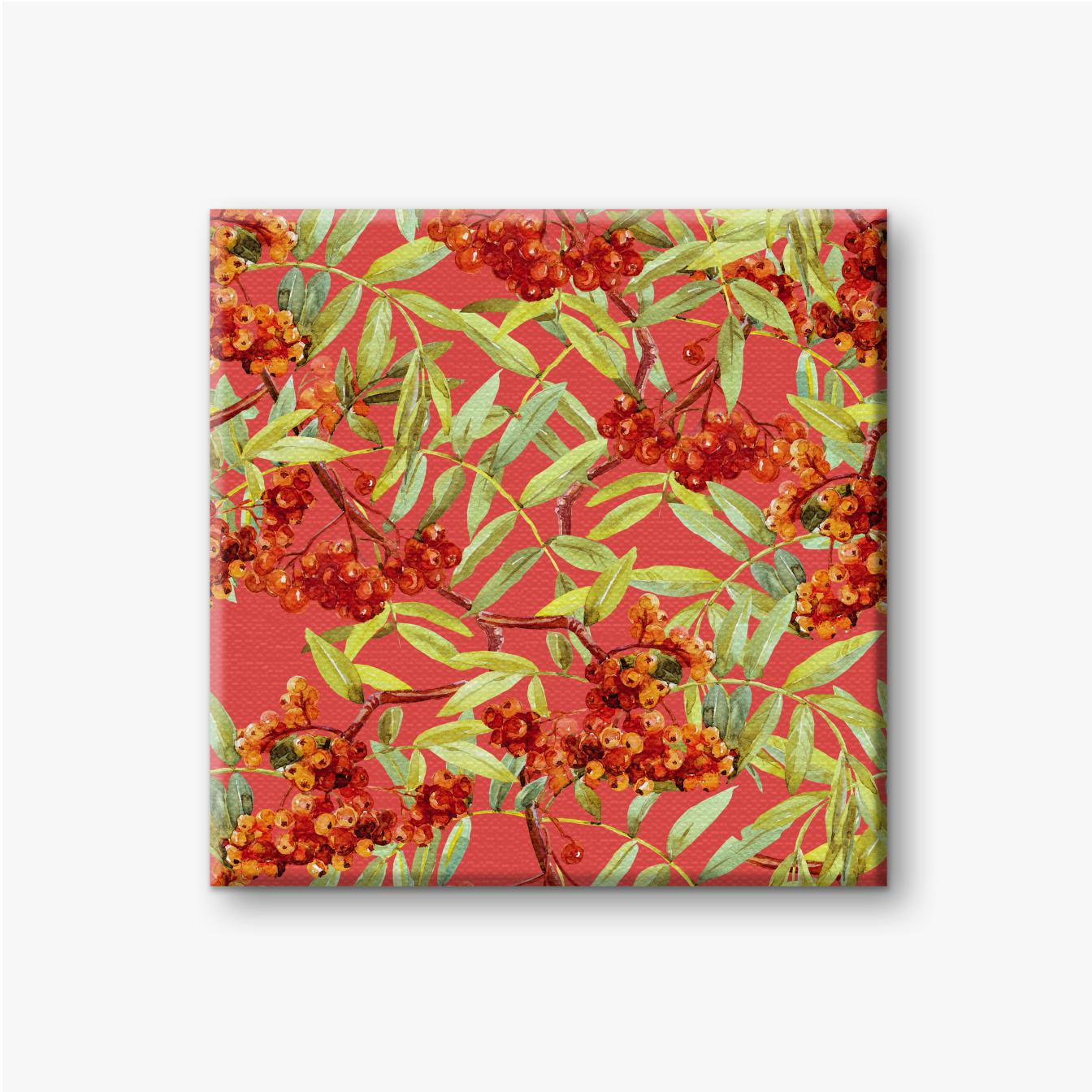 Zweige mit roten Früchten der Eberesche auf rotem Hintergrund