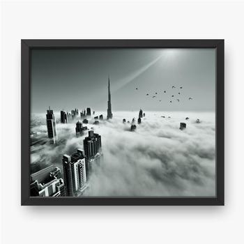 Dubai Skyline im Nebel.