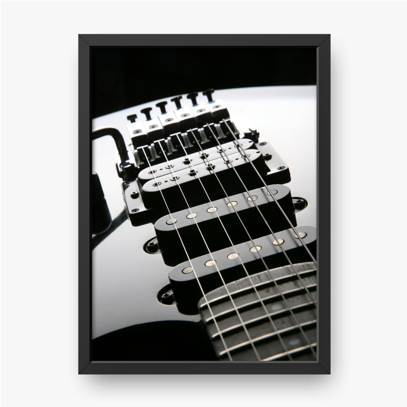 Beleuchtetes Gitarrenfragment auf schwarzem Hintergrund