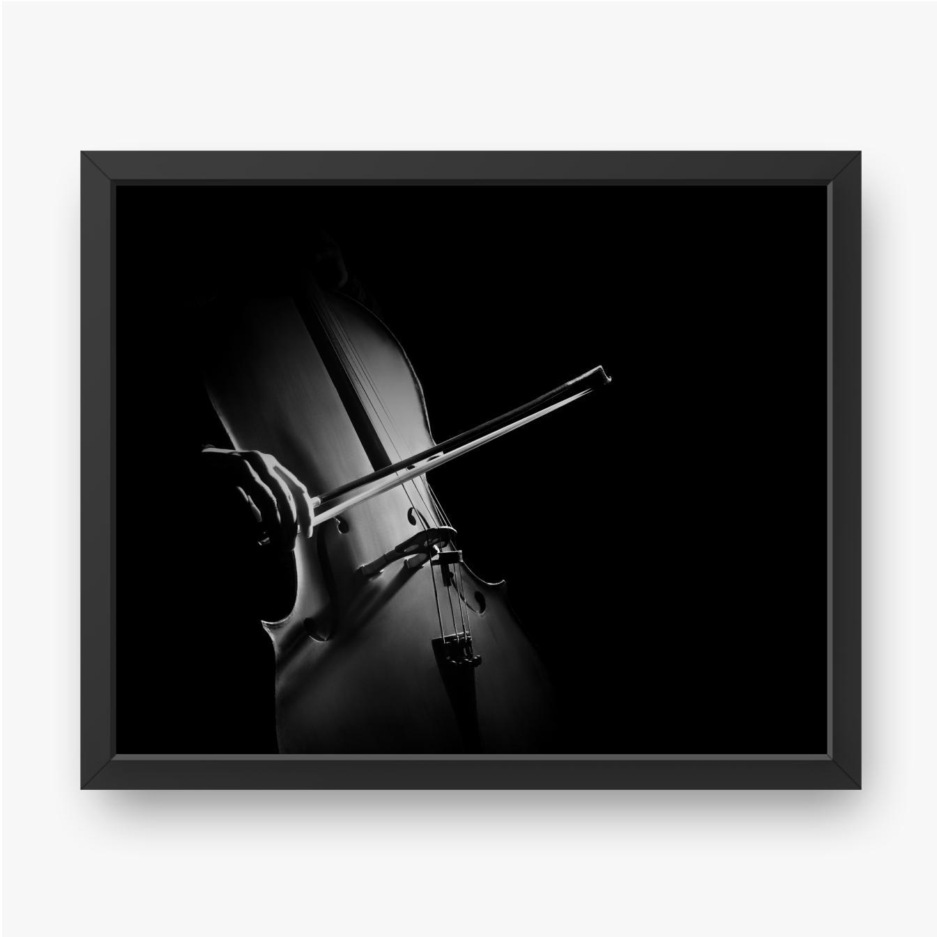 Cellist im Dunkeln