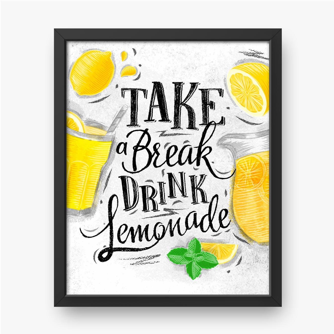 Cytryny, szklanki z lemoniadą i napisem na białym tle