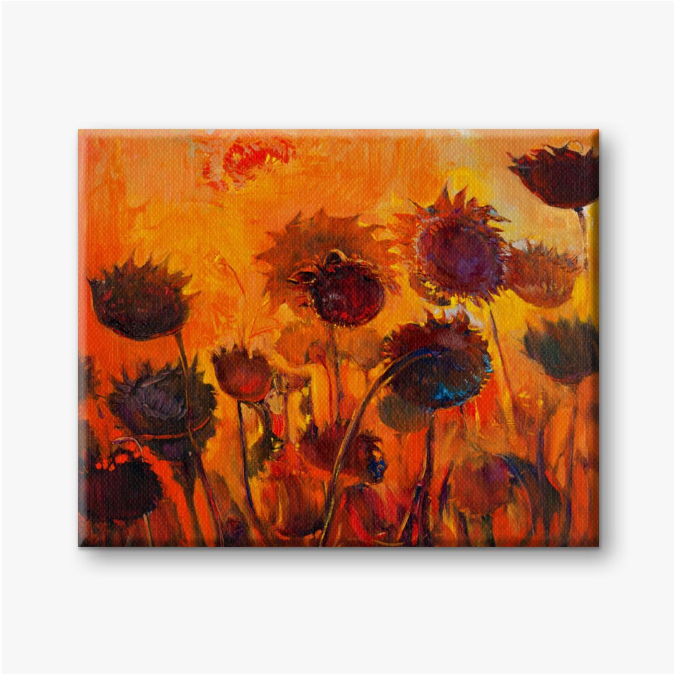 Sonnenblumen auf einem orange Hintergrund. Brennende Sonnenblumen.