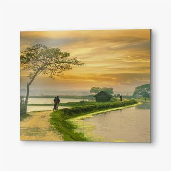 Dorfstraße von Bangladesch während des Sonnenuntergangs
