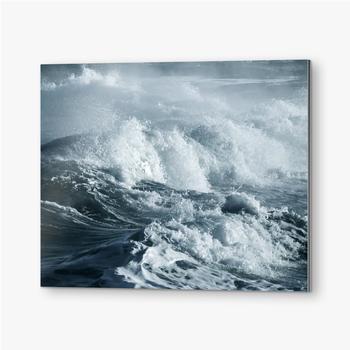 Große stürmische Ozeanwelle, blauer Wasserhintergrund