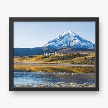 Sajama Vulkan und See Huaynacota. Andenbolivien